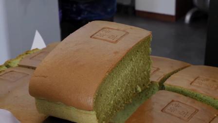 韩国小哥现做的抹茶蛋糕,像海绵一样松软诱人