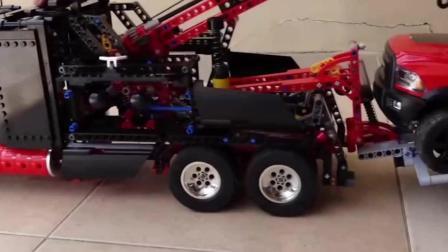 儿童玩具车表演:吊车出动救援事故卡车。