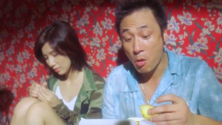 吴镇宇吃正宗葡式蛋挞,一个人就吃一整盒,这吃相真是看饿了