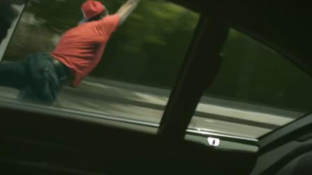 电影里的跳车不受伤能实现吗?老外真人测试,是真不怕死!