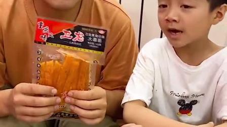 趣味童年:我也想吃辣条,他不给我!