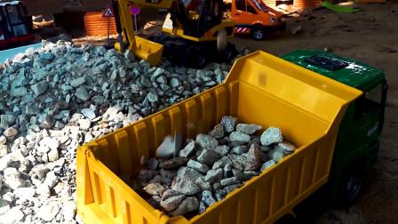 三辆自卸车运输石子真好玩,儿童车辆玩具,自卸车玩具