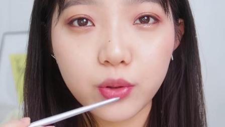 如何画出完美的韩式嘟嘟唇