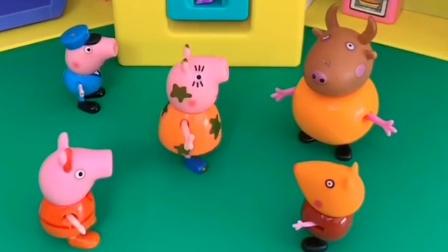乔治佩奇都不欢迎小鬼,还不让小鬼拿玩具,猪妈妈教育了它们