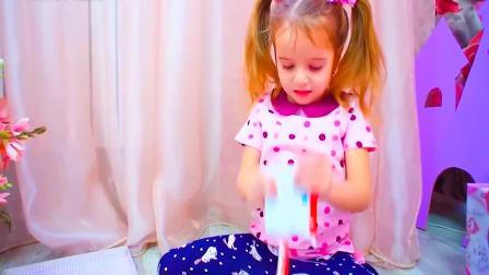 儿童亲子互动,父母都不在家中,小女孩把东西都拿出来看一看