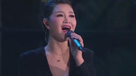 绝了!降央卓玛一袭华服惊艳晚会现场,刀郎的歌又被她唱火了