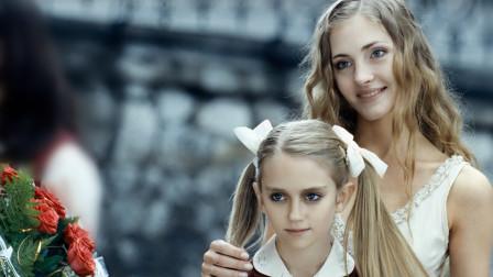 """天使面孔的""""魔鬼女孩"""",给妈妈找对象,结局细思极恐的悬疑电影"""