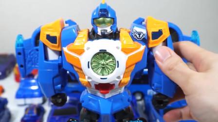 迷你特工队玩玩具:天空突然飞来了一个战斗机!