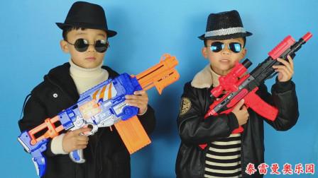 哥哥给小泽带来新式冲锋枪玩具,弹匣可以压入很多子弹,非常好玩