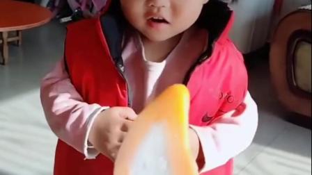 童年趣事-宝贝想吃芒果冰棍吗