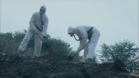 龙战海一家顺着地道逃跑,村子里其他人全死了,鬼子正在清理尸体