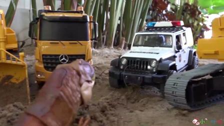 成长益智玩具,霸王龙帮工程车一起运输沙土!