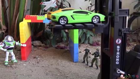 成长益智玩具,机器超人升降停车场现场演示!