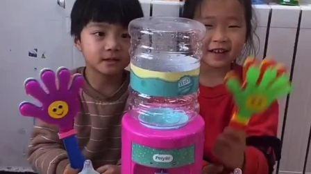 趣味童年:饮水机不出水,妈妈来看看