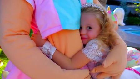 美国时尚儿童,小可爱和玩偶宝宝,真开心呀