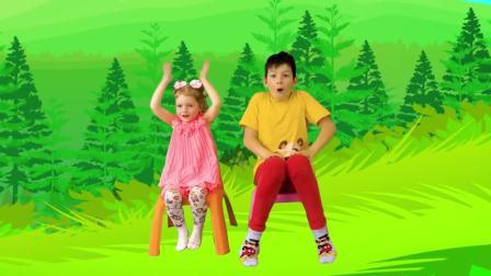 美国时尚儿童,小女孩收到新衣服了,真高兴啊
