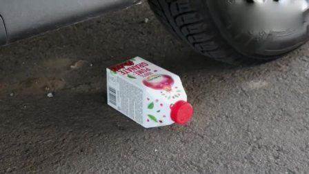 趣味解压游戏:牛人驾驶小汽车碾压肥皂与透明胶