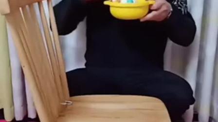 趣味童年:小猪佩奇吃早饭