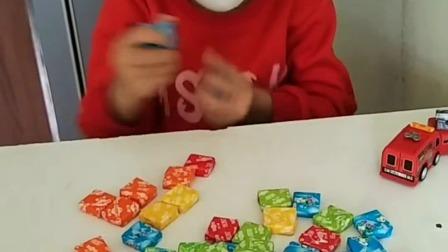 亲子游戏:桌子上好多的泡泡糖啊!