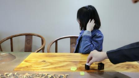 魔术师转头一切目已成空,为何还能猜中他人放进盒中的骰子点数呢?
