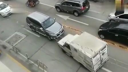 监控:当逆行车遇上路怒症,一场好戏立即上演!