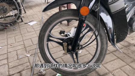 这才是造成摩托车车把经常跑偏的真正原因?师傅教你调整一颗螺丝就能修好