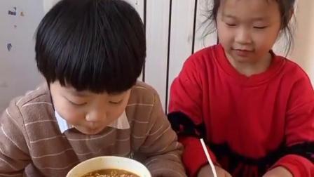 童年的旋律:姐姐你为什么剪我的吸管,哼!