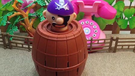 小套娃正被怪兽追赶,要让小海盗帮忙,就只能答应小海盗的要求!