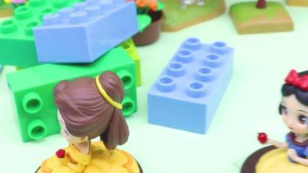 宝宝早教玩具:白雪和贝儿被坏巫婆追赶,怎么办呢?
