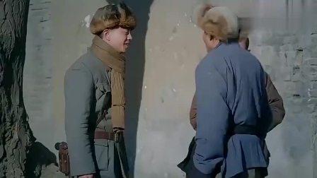炮神:炮兵去老乡家讨水喝,看上她家烟囱,那可是75毫米山炮
