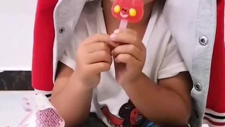 趣味童年:小弟弟又在偷吃糖了