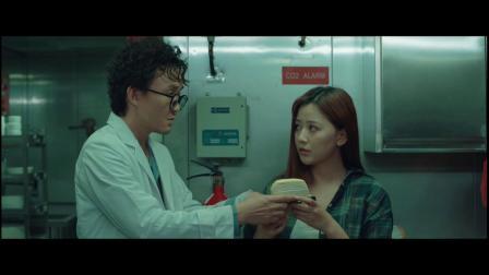 蟑潮:女孩蛋糕被男人抢走一口吞下,不知里面有蟑螂【蟑潮二创】