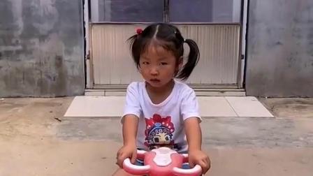 快乐的童年:小宝贝后面有怪兽