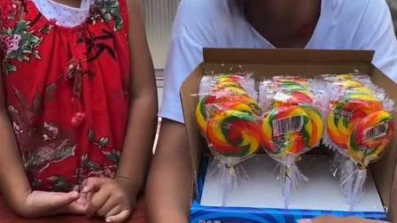 趣味童年:爸爸给我买的棒棒糖,不给你吃