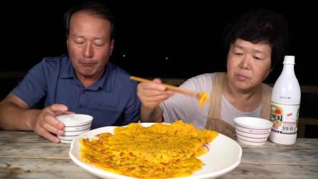 爸爸和妈妈享用美味健康的南瓜煎饼,吃完开心的去散步!【往期精彩片段】