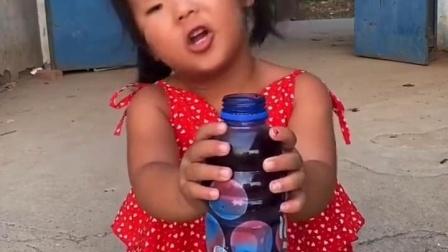 快乐的童年:小朋友们会做手掌冰吗?