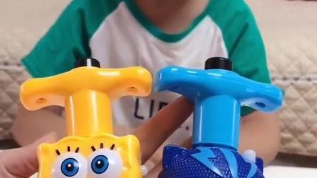 童年记忆:小晨晨和妈妈玩陀螺比赛