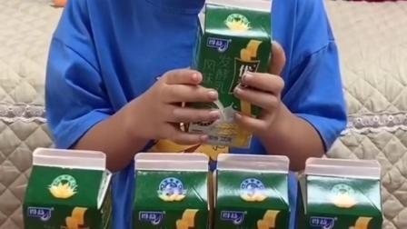 快乐的童年:我也要喝奶奶