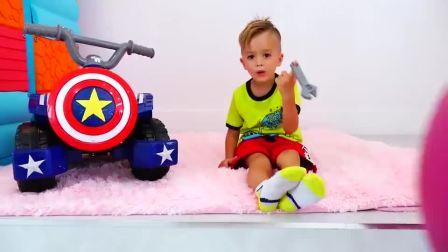 萌娃小可爱的玩具小汽车真的好酷啊,看上去小家伙也太可爱了吧!