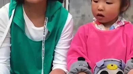 童年趣事:和姐姐一起玩网格起泡胶