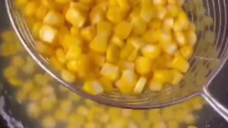 """玉米这样做,简单又好吃,俗称:""""玉米披萨"""",奶香味哟"""