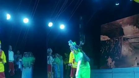 传统戏剧演员在舞台失误,但是舞台经营很丰富!