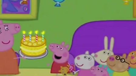 佩奇生日了,猪妈妈为她准备了香蕉生日蛋糕