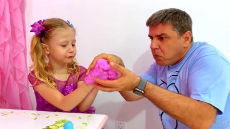 小萝莉做了一个彩泥蛋糕,爸爸可不敢吃,他决定吃自己的橡皮糖