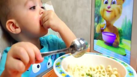 国外儿童时尚:小男孩和汤姆猫一起刷牙吃饭吃蛋糕,来一起玩吧