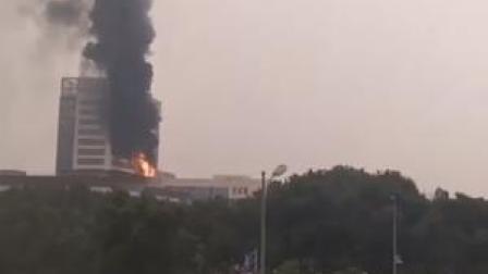突发!#浙江 #慈溪  市人民医院新大楼#着火 ,消防车正赶往现场!