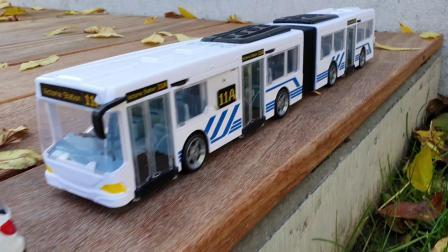 玩具总动员白色公交车玩具来了