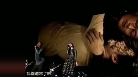 电影主演杨千嬅与余文乐搭档原唱五月天合唱《志明与春娇》。这对组合简直是神仙组合!