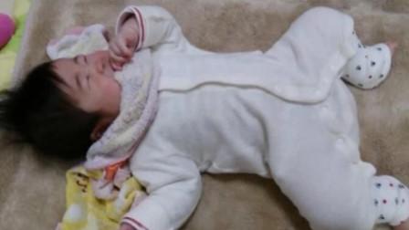 小宝宝正哭闹,爸爸直接伸出巴掌宝宝哭泣秒停,网友:这是有多怕呀