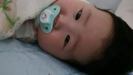 4个月小宝宝要睡觉,妈妈采用轻轻拍的方法,结果却差强人意!